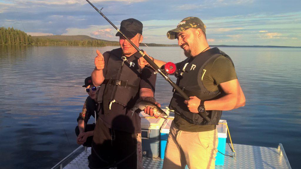 Miekojärvi, napapiirinhelmi, tarjoaa upeat puitteet opastetulle kalasturetkelle.